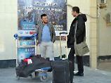 Zwei abgeschobene Afghanen nach ihrer Ankunft in Kabul.