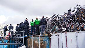 Schlag gegen Fahrradmafia: Hamburger Polizei entdeckt 1500 geklaute Räder
