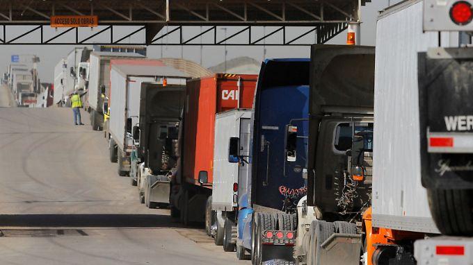 Von Zöllen auf Autos wären auch Autobauer wie GM betroffen, deren Lieferketten über die gemeinsame Grenze mit Mexiko verlaufen.