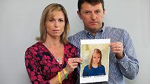Kate und Gerry McCann 2012 mit dem Bild einer Computersimulation, wie Maddie im Alter von neun Jahren aussehen könnte.