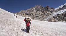 2017 wird wohl Rekordjahr: Immer mehr Abenteurer besteigen Everest