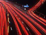 Wenn eine Geschwindigkeitsbegrenzung das Tempo auf deutschen Autobahnen nicht limitiert, kann der Fahrer Gas geben.