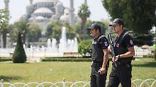 """""""Held"""" offenbar verbotenes Wort: Festnahmen in Türkei wegen T-Shirt-Spruchs"""