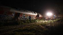 Lokomotive rast in Wohnhaus: Zug entgleist bei Thessaloniki