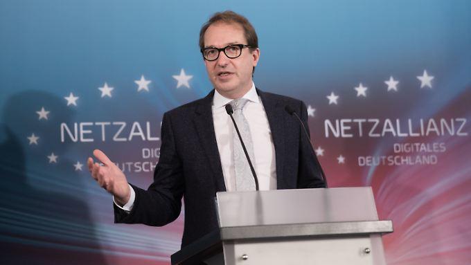 Als Minister ist Dobrindt auch für digitale Infrastruktur zuständig.