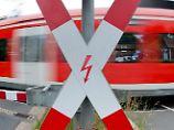 Ein Toter bei Hannover: Regionalexpress kollidiert mit Lkw