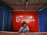 Milliarden-Abschreibung: Reichster Inder fordert Vodafone heraus