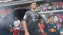 Joshua Kimmich spielt seit zwei Jahren beim FC Bayern - und möchte laut eigener Aussage bleiben.