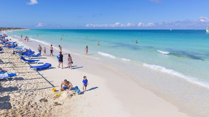 Am Strand der Insel Cayo Santa Maria, Kuba.