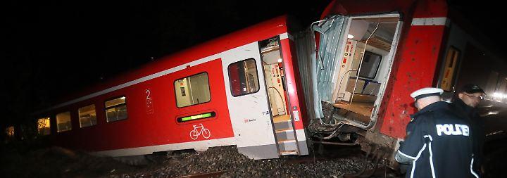 Unwetter fegt über Ostdeutschland hinweg: Regionalzug entgleist nach Schlammlawine