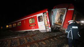 Unwetter fegt über Ostdeutschland hinweg: Regionalzug entgleist wegen Schlammlawine