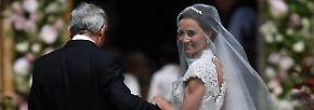 Angeblich nahm die sportliche Braut wochenlang harte  Workouts bei einem Personal Trainer auf sich, um in ihrem Kleid eine perfekte Figur abzugeben.