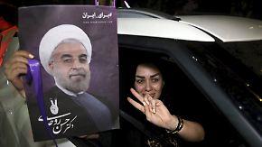 Hoffen auf Fortschritt und Öffnung: Irans Jungwähler halten Ruhani im Amt
