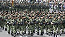 Mexikanische Soldaten bei einer Parade: Ist das Militär des Landes außer Kontrolle?