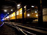 Als die U-Bahn einfährt: Mann schubst Frau an Berliner Bahnsteig