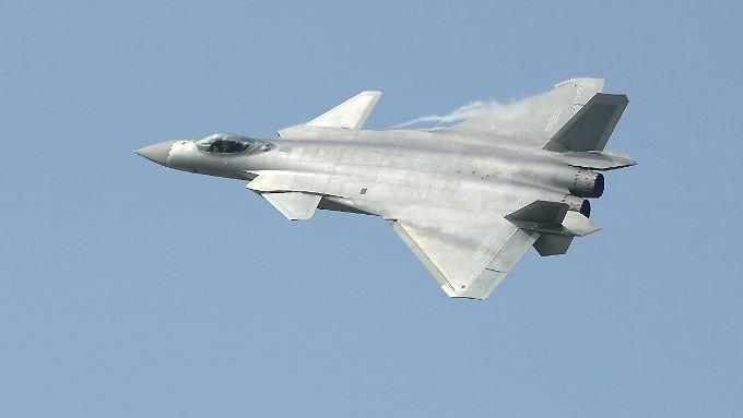 Chinesischer J-20-Kampfjet bei einer Flugshow: Welchen Typs die eingesetzen Abfangjäger waren, ist nicht bekannt.