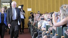 """What the hell is going on?"": In Berlin erklärt Bernie Sanders die USA"