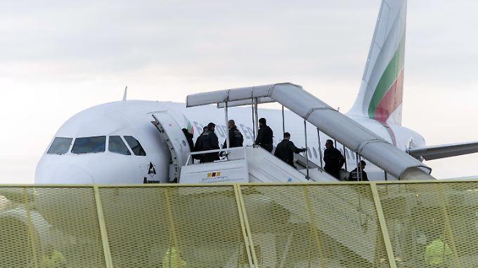 Abschiebung abgelehnter Asylbewerber am Baden-Airport in Rheinmünster (Archivbild).