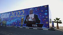 Die WM wurde noch in der Ära von Sepp Blatter an Katar vergeben. Die Entscheidung ist höchst umstritten.