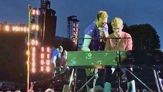 Bei Konzert vor 70.000 Menschen: 19-jähriger Fan begleitet Coldplay spontan auf dem Keyboard