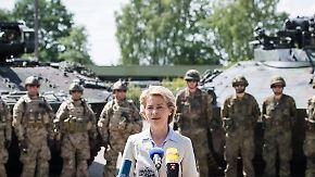 """Schulz: """"Selbstverteidigungsministerin"""": Von der Leyen fällt eigener Truppe in den Rücken"""