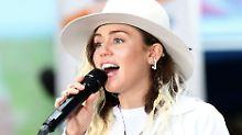 Miley Cyrus sang gerade in Manchester - jetzt gedenkt sie der Opfer von Orlando.