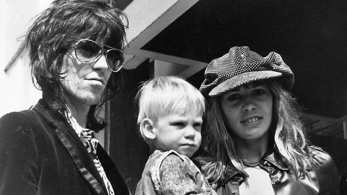 Keith Richards und Anita Pallenberg mit Marlon im Jahr 1970.