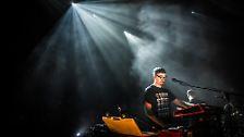 Nebel und Lichteffekte: Beim Alt-J-Konzert sprechen vor allem Licht und Ton für sich, die Band ...
