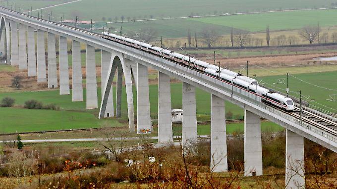 3:55 Stunden - die Bahn lässt Berlin und München enger zusammenrücken. (Im Bild: Unstruttalbrücke bei Karsdorf, Sachsen-Anhalt.)