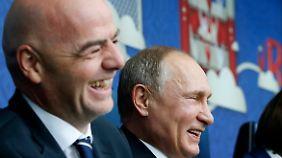 Testlauf für die WM 2018: Fifa-Chef Infantino (l.) und Staatschef Putin.
