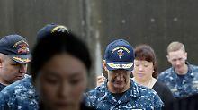 Kollidiertes Kriegsschiff: Taucher bergen tote Seeleute