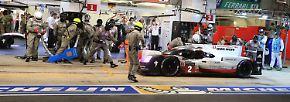 Dann der Schock: Nach nur vier Stunden muss die #2 von Porsche in die Box.