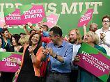 """Am Ende tanzten sie zu Nenas """"Irgendwie, irgendwo, irgendwann"""": die Grünen beim Bundesparteitag 2017."""