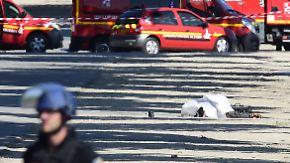 Ermittler finden Waffen und Sprengstoff: Auto rammt Polizeifahrzeug auf Pariser Champs-Élysées