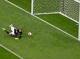 Bernd Leno kann sich trotz des Sieges gegen Australien ganz sicher nicht freuen.