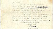 Die Briefe sind unveröffentlicht und stammen aus dem Nachlass der verstorbenen Witwe von David Bohm, der an der US-Universität von Princeton mit Einstein zusammengearbeitet hatte.