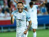 Lewis Baker traf per Elfmeter zum 3:0 für die Engländer.