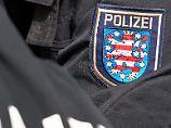 Razzia am frühen Morgen: Polizei geht gegen rechtsextreme Gruppe vor