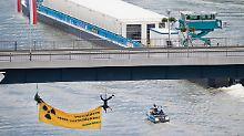 Erster Atom-Transport auf Wasser: Proteste begleiten Castor-Schiff