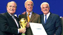 Trio Infernale: Sepp Blatter, Franz Beckenbauer und sein Berater Fedor Radmann.