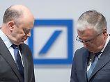 Händler machen Deutsche-Bank-Chef John Cryan (links) mal wieder Ärger. Auch der Aufsichtsrat um Paul Achleitner ist alarmiert.