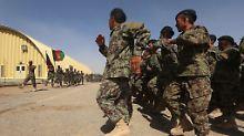 Fast 4000 Soldaten mehr: Nato weitet Afghanistaneinsatz wieder aus