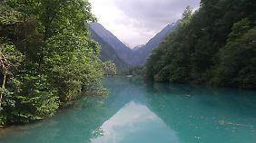 Der Klammsee an der Sigmund-Thun-Klamm ist türkisblau.