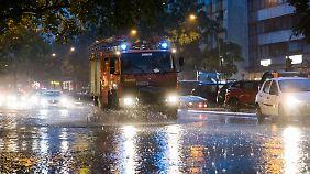 Mehr als 1200 Hochwassereinsätze: Heftiger Dauerregen versetzt Berlin in den Ausnahmezustand