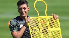 Mesut Özil wird Opfer einer Hacker-Attacke - mit peinlichen Folgen.