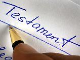 """Mit """"falscher Hand"""" gefertigt: Welches Testament gilt?"""