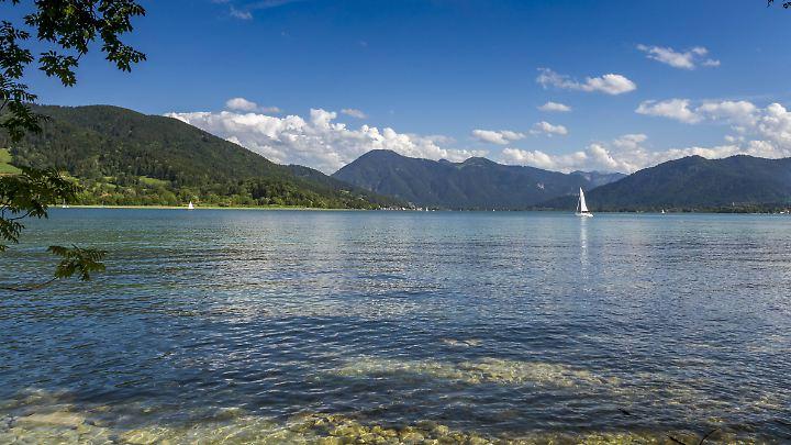 Blick auf den Tegernsee: Schönes Sommerwetter am Montag und Dienstag.