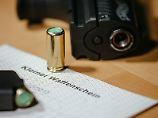 Ein kleiner Waffenschein berechtigt zum Führen von Schreckschusswaffen