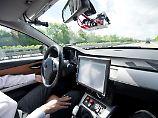 Fast jeder zweite Deutsche (47 Prozent) kann sich vorstellen kann, künftig ein selbstfahrendes Dienstleistungskonzept in Anspruch zu nehmen, wie Robotertaxis oder selbstfahrende Busse.