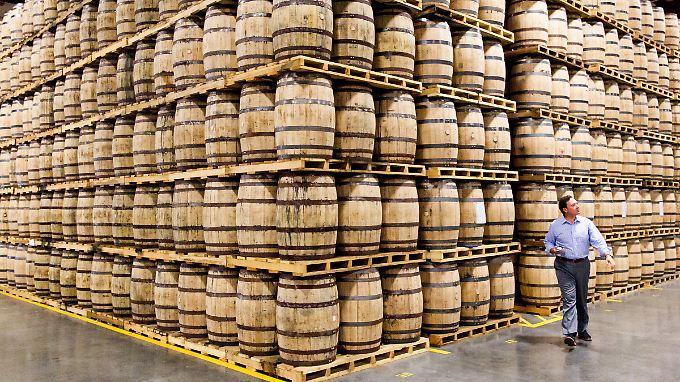 Sollten die USA Strafzölle auf Stahl aus der EU verhängen, dürfte das auch die US-Whiskey-Industrie zu spüren bekommen.